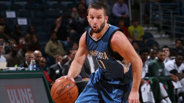 Timberwolves to waive J.J. Barea IMAGE