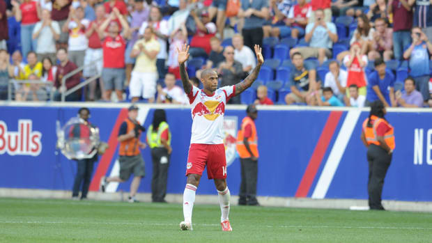 thierry-henry-waves-red-bulls