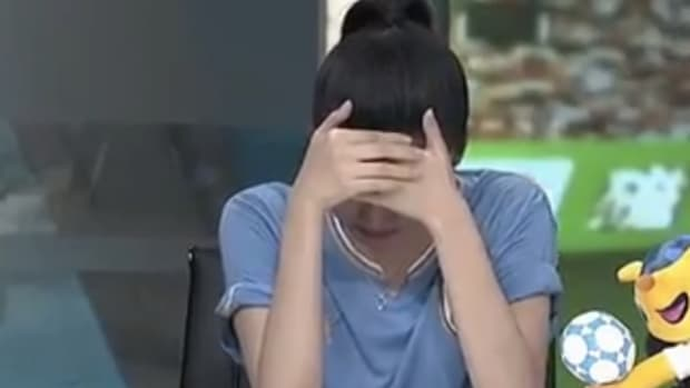 Chinese broadcaster crying