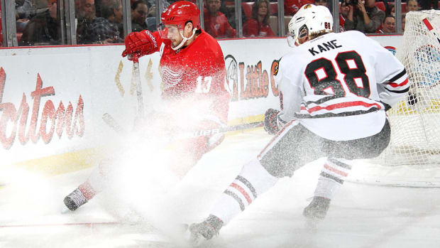 detroit red wings chicago blackhawks delay plane trouble