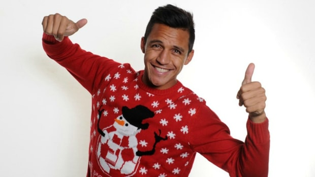 Arsenal-alexis-Sanchez-ugly-christmas-sweater-lead.jpg