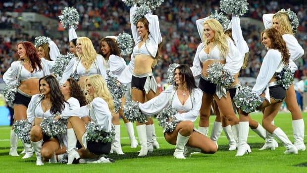 Oakland-Raiders-Raiderette-cheerleaders-456285614_10.jpg