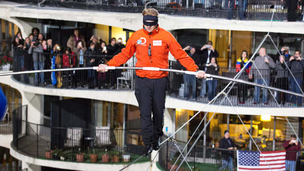 Nik Wallenda: Tightrope walking blindfolded is safer than football - Image