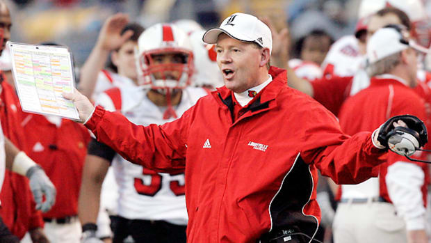 bobby-petrino-louisville-return-read-option.jpg