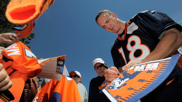 Peyton-Manning-fans.jpg