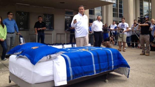 John Calipari gives away free beds to Kentucky Students