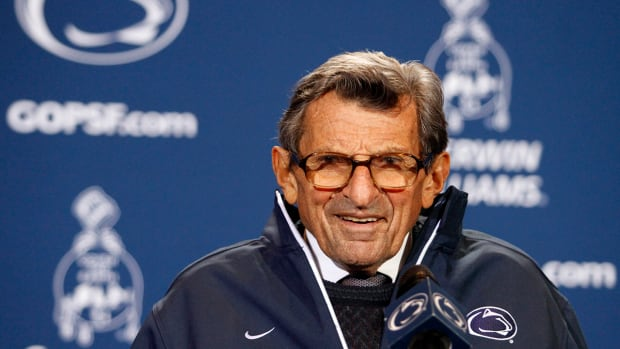 Pennsylvania governor: Joe Paterno 'probably' should not have been fired IMAGE