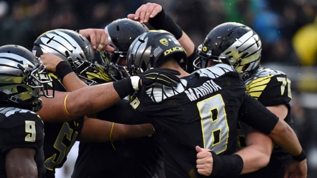 Oregon moves into top four of College Football Playoff committee rankings IMAGE