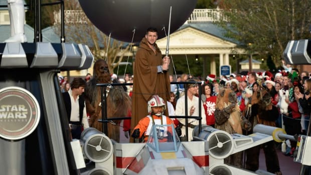 Tim Tebow dresses up like a Star Wars character