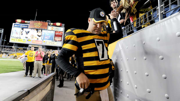 Ben Roethlisberger sets franchise passing records, comes up short of NFL record IMAGE