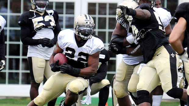 Mark Ingram runs the ball during Saints training camp