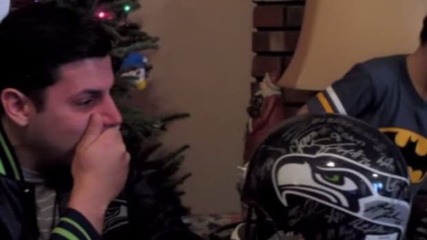 Seattle Seahawks fan gets Christmas gift from team
