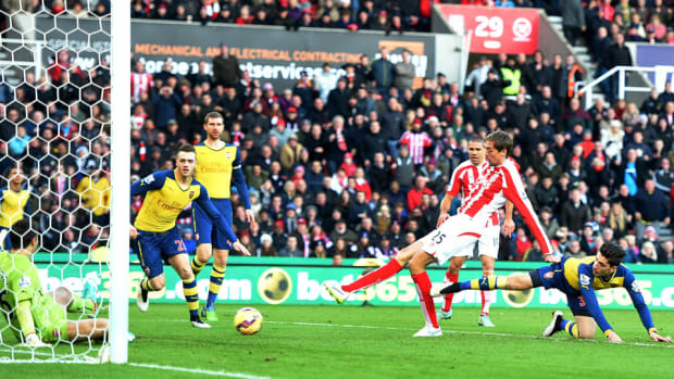 peter-crouch-arsenal-goal