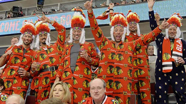 chicago-blackhawks-fans.jpg