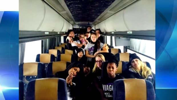 Niagara women's basketball team stuck on bus because of storm