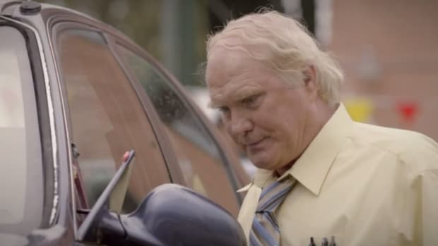 Terry Bradshaw is selling used cars in a world with no football