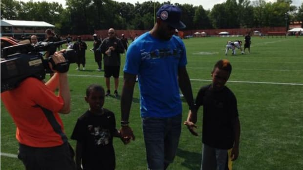 LeBron James visits Cleveland Browns training camp