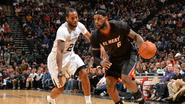 lebron-james-sleeved-jersey.jpg