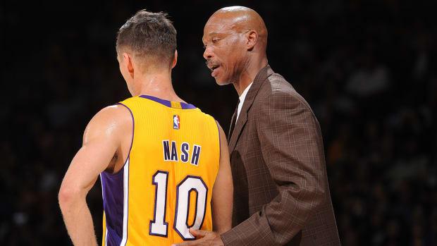 Steve Nash leaves Lakers preseason game early