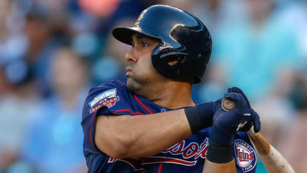 minnesota twins trade kendrys morales to seattle mariners