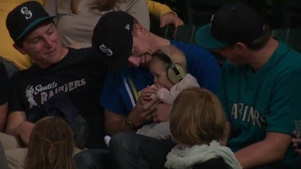 Seattle Mariners fan lets baby eat baseball