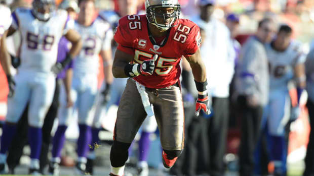 derrick-brooks-inducted-hall-of-fame.jpg