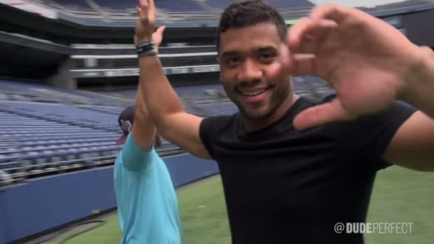 Russell Wilson, Pete Carroll join Dude Perfect for trick shots