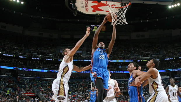 Kevin Durant scores 27 in season debut IMAGE