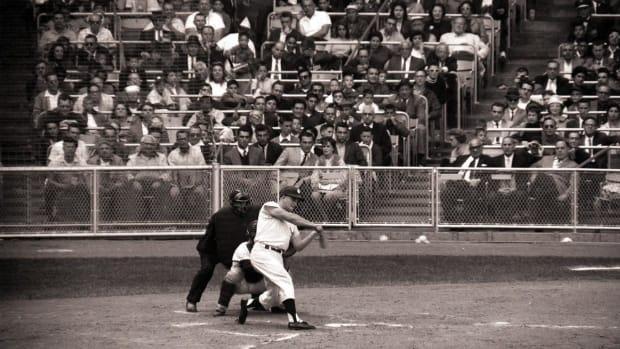 1961-Roger-Maris-61st-home-run-001300132.jpg