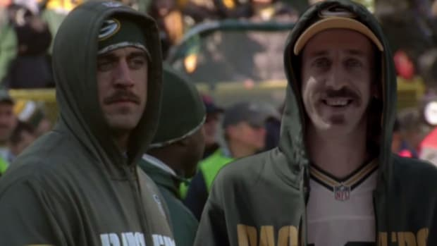 Aaron Rodgers look alike travels to Green Bay