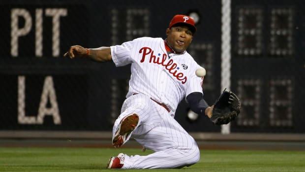 Phillies send outfielder Marlon Byrd to Reds