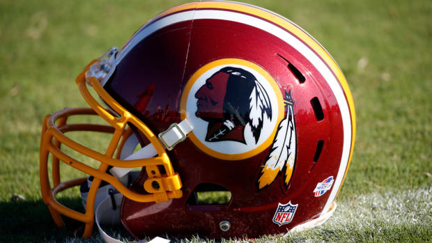 washington-redskins-team-nickname-helmet