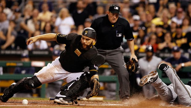 Report: Pirates to extend qualifying offer to Russell Martin