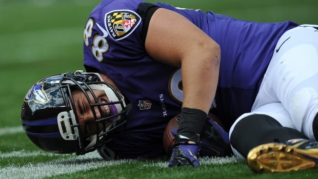 Dennis Pitta Baltimore Ravens tight end dislocated hip injury
