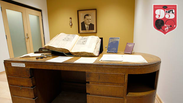bert-bell-desk-960.jpg