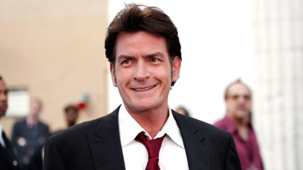Charlie Sheen is giving $1000 to the waiter Lesean McCoy stiffed