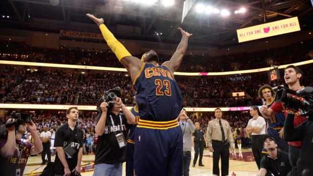 LeBron James Cavaliers chalk toss SI 960