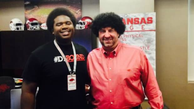 Bret Bielema tries out a new hairstyle with afro wig