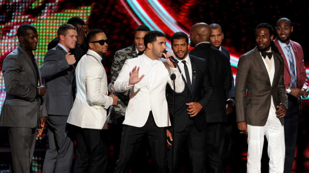 Drake and football players at the ESPYS