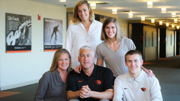 Wayne Tinkle oregon state recruiting story top