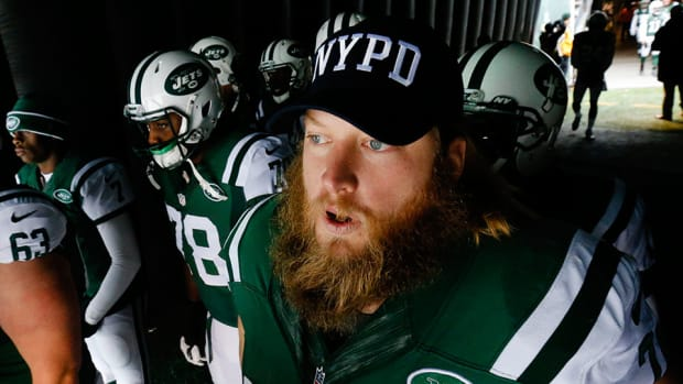 nick mangold supports nypd hat