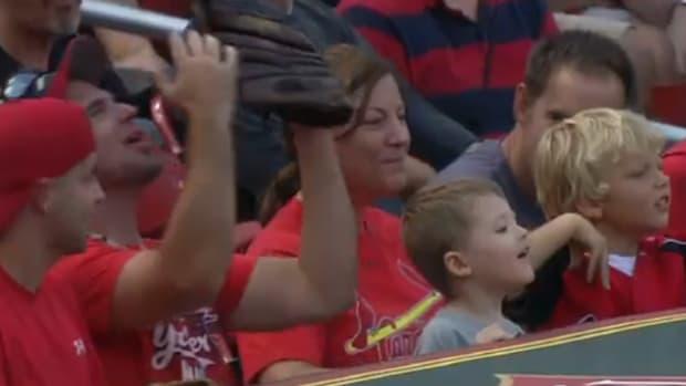 cardinals fan foul ball