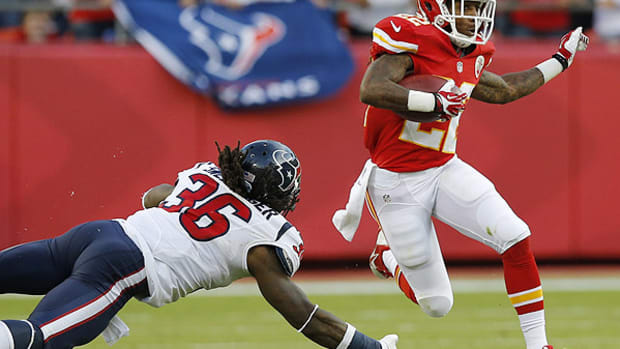 dexter-mccluster-signs-with-tennessee-titans.jpg