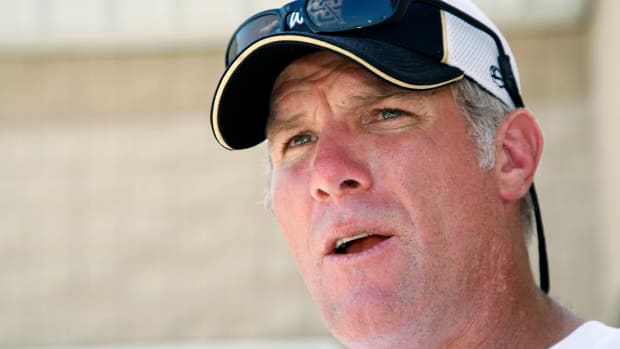 Brett Favre happy Peyton Manning is close to breaking TD record