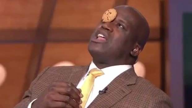 Shaq attempts the cookie challenge