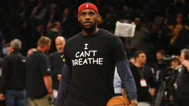 LeBron James, Kyrie Irving, others wear 'I Can't Breathe' shirts IMAGE