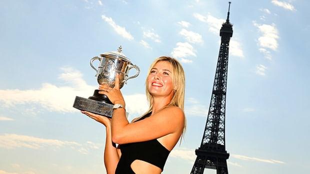 maria-sharapova-trophy-1.jpg