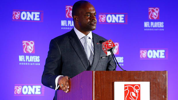 Did NFLPA drop the ball in Adrian Peterson legal battle? - Image