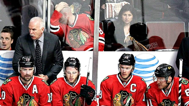 blackhawks-bench.jpg
