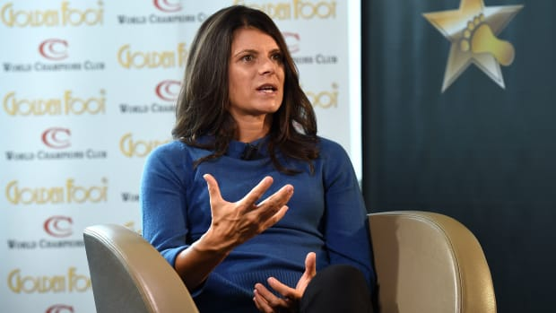 mia-hamm-world-cup-grass